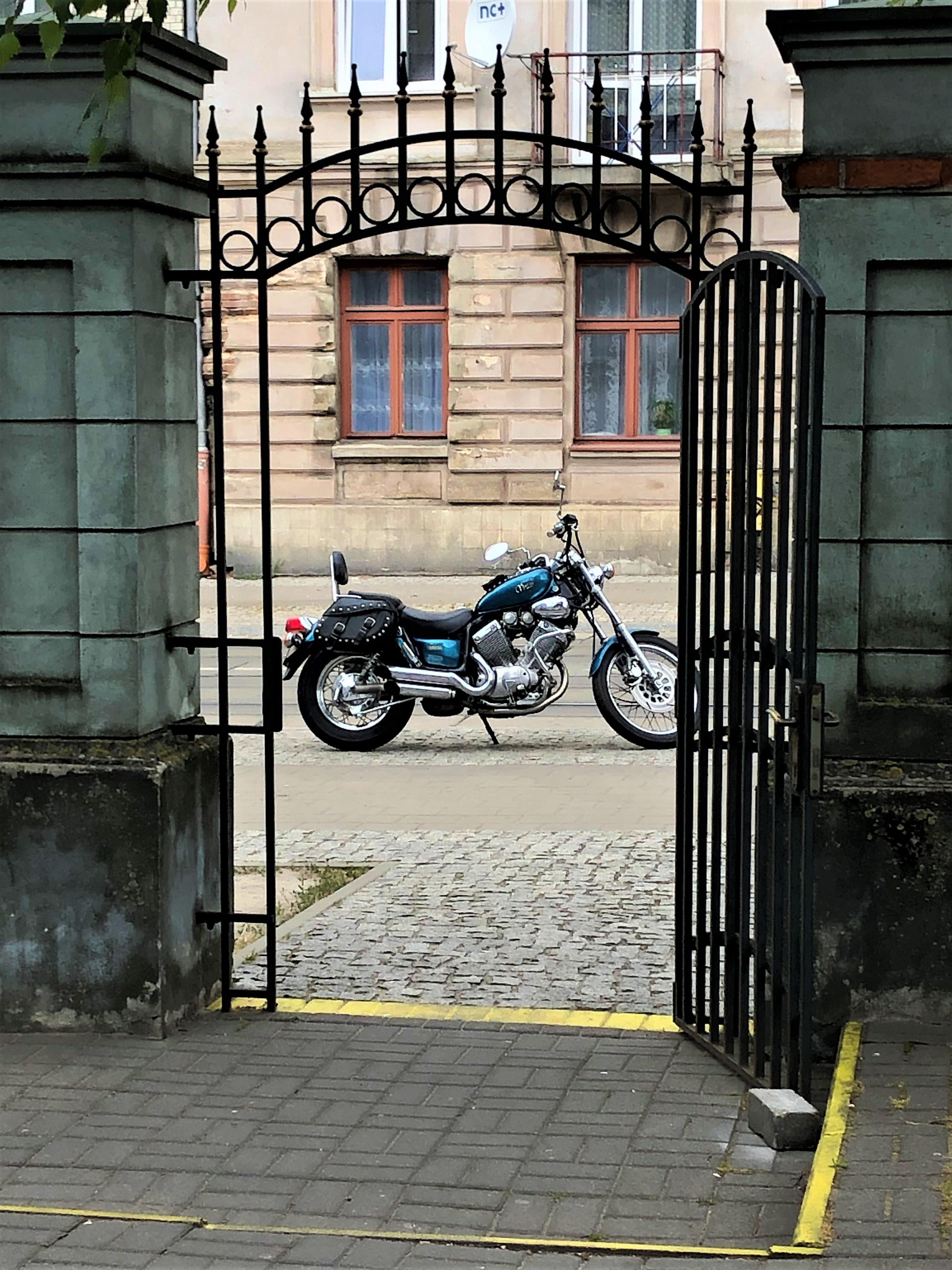 Motocyklem po mieście.